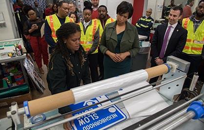 Mayor Bowser at DDOT Sign Event